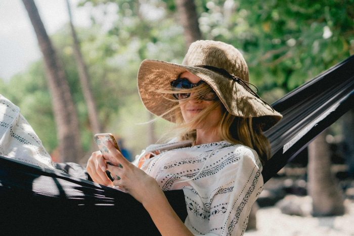 content marketing swindle woman in a hat